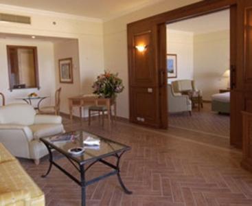 -Cascades Golf Hotel